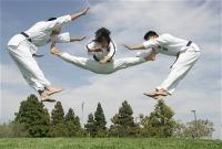 duc-dang-taekwondo-instructor-kim-anh-split-kick